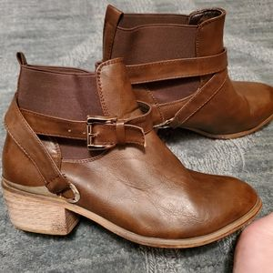 Deb boots size 8.5